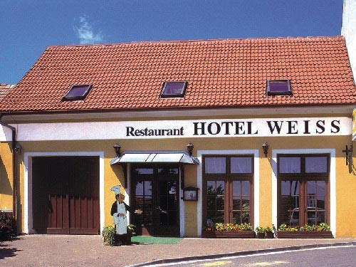 Hotel Weiss - vstup z ulice